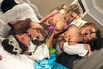 Смотреть горячий групповой секс короля с красивыми девушками