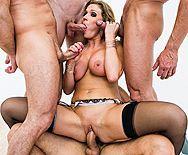 Смотреть групповой секс проститутки с тремя мужиками - 4