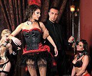 Групповой секс богатого парня с длинноногими проститутками - 1