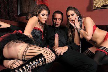 Групповой секс богатого парня с длинноногими проститутками