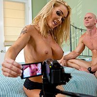 Смотреть аматорский секс с горячей блондинкой с большими сиськами