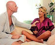 Смотреть горячее порно элитной блондинки с массажистом - 1