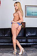 Смотреть анал с татуированной блондой на диване #3