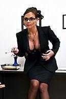 Двойное проникновение учителей с секретаршей в кабинете #5