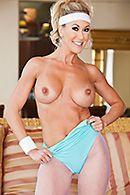 Смотреть секс тренера со зрелой блондинкой с красивыми сиськами #2