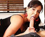 Порно лысого со взрослой докторшей в сексуальных чулках - 2