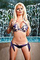 Смотреть горячее порно у бассейна с шикарной блондинкой #2