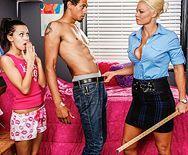 Порно охранника со зрелой сексуальной блондинкой - 1