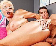 Порно охранника со зрелой сексуальной блондинкой - 3