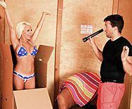 Смотреть горячее порно с сексуальной блондинкой с большими сиськами - 1