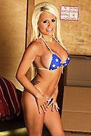 Смотреть горячее порно с сексуальной блондинкой с большими сиськами #1