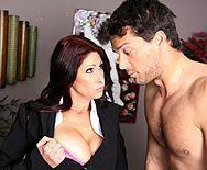 Смотреть шикарный секс в офисе с рыженькой пышногрудой секретаршей - 1