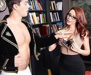 Смотреть горячее порно с офисе с сексуальной рыженькой секретаршей - 1