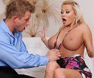 Смотреть нежный секс с красивой блондинкой с огромными сиськами - 1
