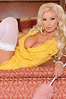 Яркий анальный секс с ненасытной блондинкой в белых чулках #2