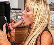 Смотреть жаркое порно на кухне с опытной зрелой женщиной - 2