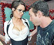 молодая училка с большими сиськами сквиртит от секса с учеником - 1