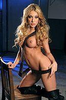 Сексуальная блондинка сквиртит от секса с заключенным #4