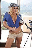 Порно в пизду зрелой блондинки с большими сиськами #1