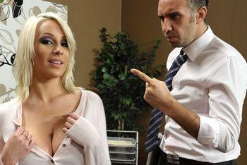 Смотреть красивый секс в офисе с блондинкой с огромными сиськами