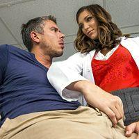 Секс пациента с потрясающей сексуальной врачихой