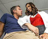 Секс пациента с потрясающей сексуальной врачихой - 1