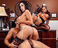 Секс втроем зрелых сучек с большими сиськами - 4