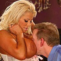 Смотреть секс молодого любовника с опытной зрелой блондинкой