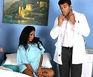 Жесткий анальный секс доктора с загорелой брюнеткой - 1