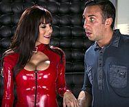 Жаркий секс в клубе с девушкой в кожаной куртке - 1