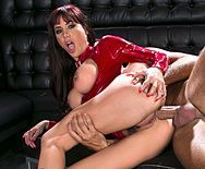 Жаркий секс в клубе с девушкой в кожаной куртке - 3