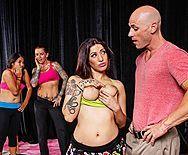 Порно с пышногрудой привлекательной проституткой - 1
