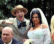 Смотреть страстный секс с невестой на свадьбе - 1