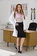 Страстный секс пациента с докторшей с большими сиськами #1