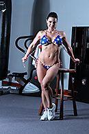 Жаркое порно тренера с сексуальной мамашкой в спортзале #2