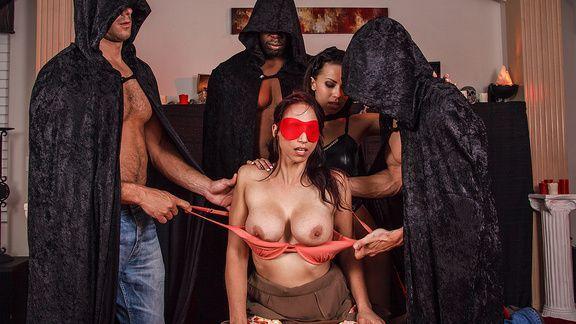 Смотреть групповой секс рыженькой бестии с тремя парнями