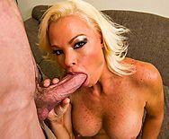 Жесткий трах в пизду сексуальной дерзкой пышногрудой блондинки в чулках - 2