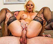 Жесткий трах в пизду сексуальной дерзкой пышногрудой блондинки в чулках - 4