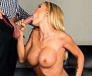 Порно сексуальной стриптизерши с клиентом - 2