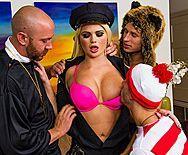 Смотреть групповой секс с сексуальной полицейской блондинкой - 1