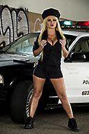 Смотреть групповой секс с сексуальной полицейской блондинкой #1