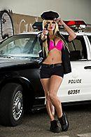 Смотреть групповой секс с сексуальной полицейской блондинкой #4
