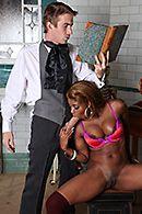 Сексуальная темнокожая сучка в чулках сквиртит от секса с доктором #5