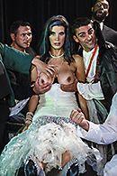 Смотреть групповой секс стройной брюнетки с тремя ненасытными мужиками #4