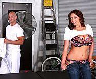 Порно массажиста с привлекательной девушкой после массажа - 1