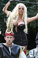 Смотреть порно с аппетитной взрослой блондинкой на природе #3