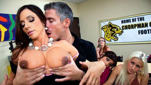 Публичный секс учителя со студенткой с огромными сиськами