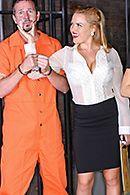 Двойное проникновение заключенных с пышной проституткой #2