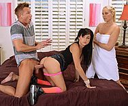 Секс парня с молоденькой девушкой и ее мамашкой - 1