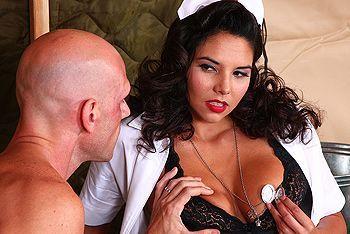 Смотреть горячее порно с пышногрудой медсестрой